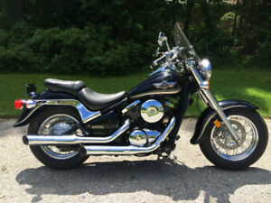 2004 Vulcan Classic 800 Motorcycle - 22,000 km.  Great condition
