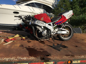 Parting out 1999 CBR 900