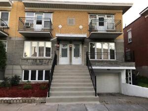 Grand triplex avec 4 logements Très bons locataires à Rosemont