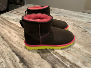 Brand New Uggs - Size 7