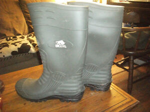 2 PAIR OF RUBBER BOOTS