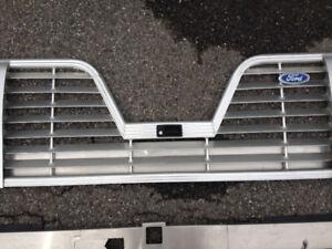 Tail gate pour Ford  en forme de v