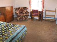 3 BEDROOM STUDENT APARTMENT----AVAILABLE MAY----NEAR DOWNTOWN