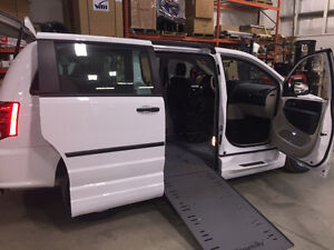 **WHEELCHAIR VAN** 2016 Dodge Grand Caravan Braun Side Entry