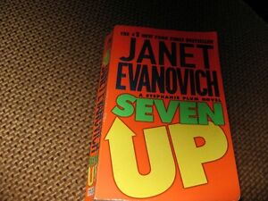 SEVEN UP - JANET EVANOVICH - A STEPHANIE PLUM NOVEL