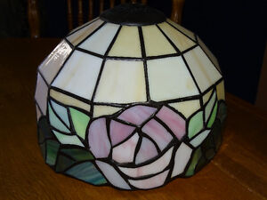 STAINED GLASS LAMPSHADE, No damage London Ontario image 1