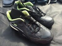 Youth size 5 Baseball Shoes - Very Good Condition