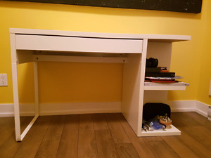 Great condition Ikea desk with shelve!