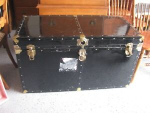 VINTAGE STEAM TRUNK WITH INSERT TRAY  CLEAN !!!