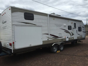 FOR SALE: 2013 Catalina Deluxe Coachmen 30BHS