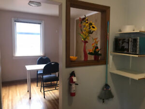 """Room main floor for student """"University Manitoba"""" Available now"""