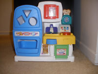 Little tikes kitchen with plates