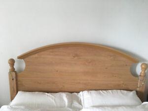 tête de lit Queen avec 2 commodes