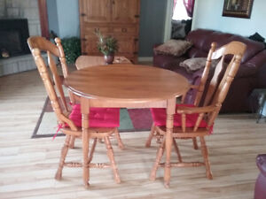 Wood dining table and chairs Kingston Kingston Area image 1