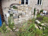 Lot de bloc de beton et clôture