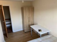 Small Bright Double Room to Rent 5 mins from Surbiton Station