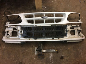 1999 Ford Explorer front grill clip