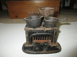 Vintage Miniature Cast Iron Stove with Pots Kitchener / Waterloo Kitchener Area image 2
