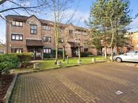 1 bedroom flat in Transom Square, Isle of Dogs E14