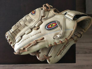 Baseball Glove for the Left-handed Player! Fits on right hand