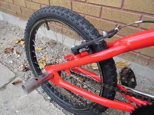 "red mountain bike (BMX).tire size 20""',like new no rust London Ontario image 3"