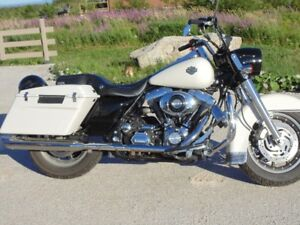 REDUCED, 2006 Harley Roadking FLHPI.