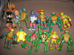 ASSORTED TMNT FIGURE LOT