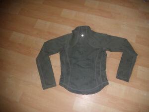 Lululemon Forme Jacket Size 6 sage print Kitchener / Waterloo Kitchener Area image 3