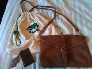 ROOTS BROWN LEATHER PURSE + DUST BAG - $100
