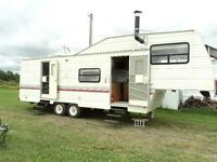 1993 29.5ft Terry Resort Fith Wheel Trailer