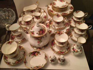 Vintage Royal Albert Old Country Roses 8 Place China Set&Teapot