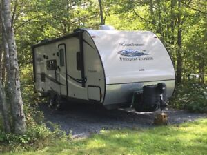 Coachman Freedom Express 230BH travel trailer