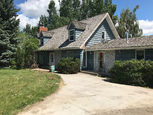 Beautiful two storey rural house for rent - Strathmore.