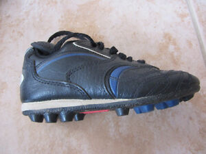 Spalding Soccer Shoes - Youth