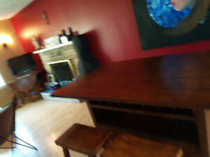 Counter Height Dining Table w/4 matching stools