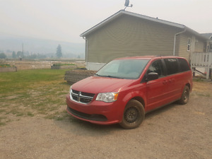 2013 Dodge Caravan stow and go