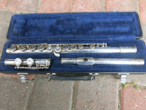 Selmer Flute Model FL-302 that looks perfect and plays great!