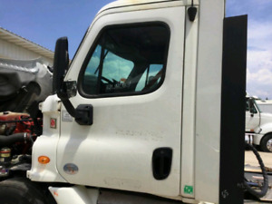 2012 cascadia doors with mirrors complete. Off white