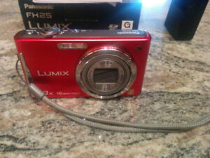 Camera Panasonic Lumix DMC-FH25 - Red + 8GB SD card