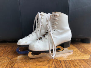 Daoust  Ice Queen GIRL'S FIGURE SKATES  Size 11 Narrow Heel Fit
