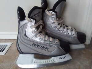 Youth Bauer 22 ice hockey skates