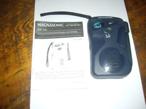 Magnasonic PCR115M-YW Hand Crank AM/FM Radio Flashlight NEW