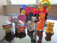 FISHER PRICE LITTLE PEOPLE CIRCUS TRAIN AND ANIMALS!!