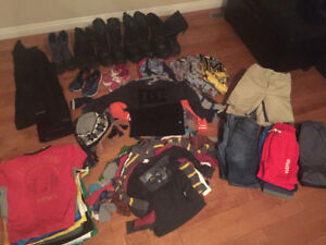 HUGE LOT OF BOYS CLOTHES !!