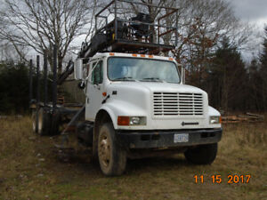 2001 International Log Truck