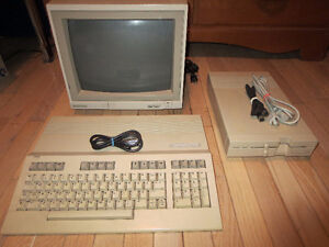 COMMODORE - 128 - VINTAGE - 3 COMPONENT - COMPUTER SYSTEM