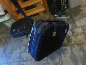 2 large suitcases with wheels, very good condition, $40 for both Sarnia Sarnia Area image 4