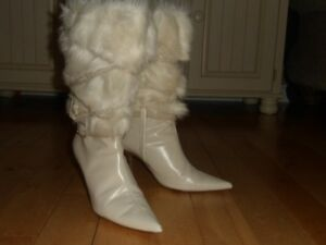SEXY WHITE LEATHER & FUR BOOTS FROM VICTORIA SECRET