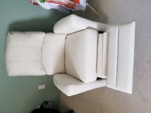 White leather feeding chair, 3 months old