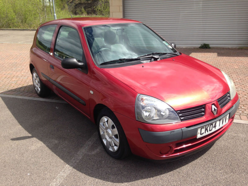 2004 renault clio 65 authentique diesel 3 door met red orange 30 tax in blackwood. Black Bedroom Furniture Sets. Home Design Ideas